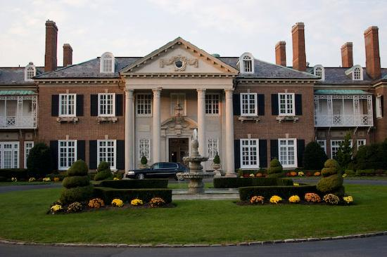 Glen Cove, NY: Front of the Mansion