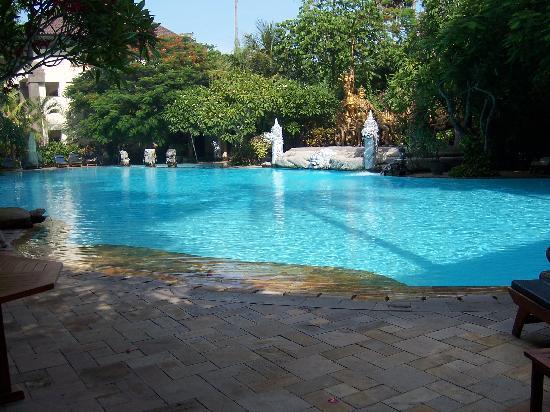 Kumala Hotel: The pool