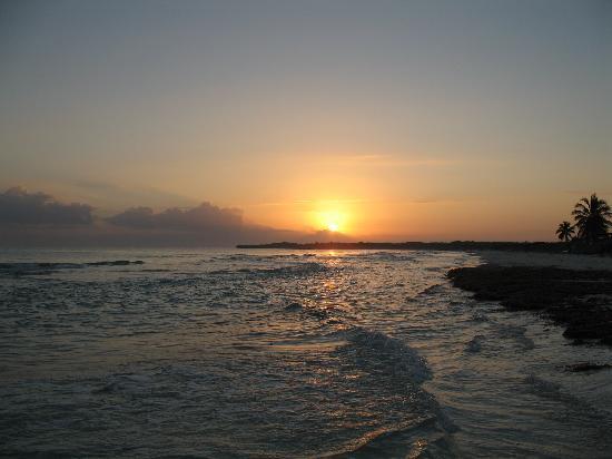 Hotel Colonial Cayo Coco : Beach at Sunrise
