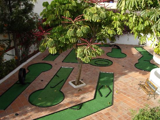 Parque del Sol: The hotels own (free) crazy golf course