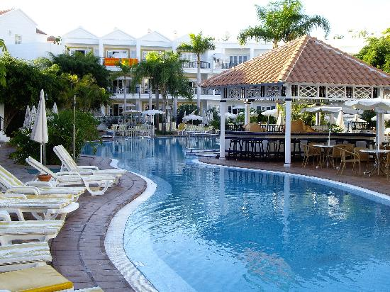 Parque del Sol: View of the pool & pool bar
