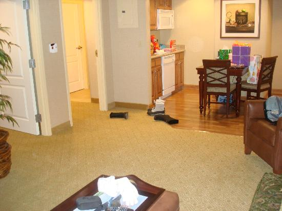 Homewood Suites Hagerstown: Livingroom/Kitchen area