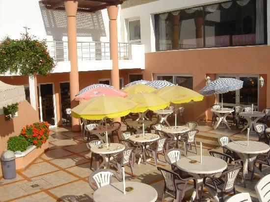 Hotel Kamal: Pool snack bar