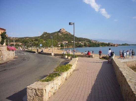 Cannigione, إيطاليا: La plage la plus proche de l'hôtel