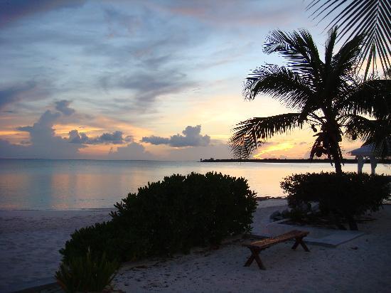 Cape Santa Maria Beach Resort & Villas: Sunset View from the Porch