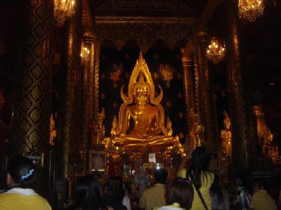 Phra Buddha Chinnarat in Wat Yai, Phitsanulok - Picture of Phra Si Ratana Tem...