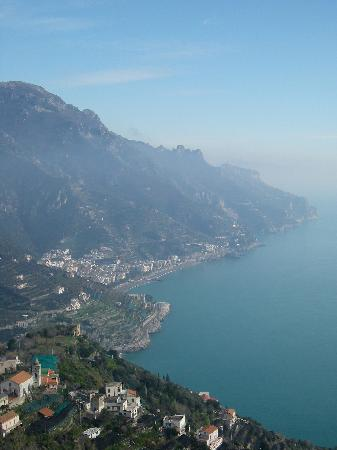 A'  Scalinatella Hostel and  Hotel: The view of the coast from Ravello