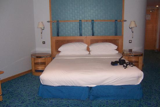 Jumeirah Beach Hotel: The huge and very comfy bed