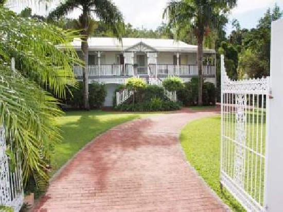 Whitsunday Lodge Bed and Breakfast : the beautiful property setting