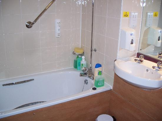 Premier Inn Durham East Hotel: Bathroom