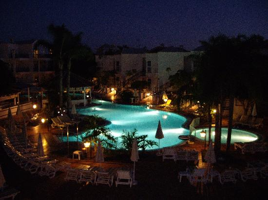 Parque del Sol: View from our balcony at night