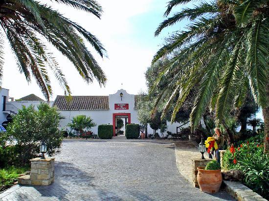 Recepcion hotel picture of el cortijo de zahara the for Piscinas naturales zahara delos atunes