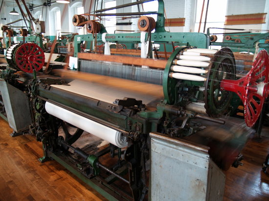 Lowell National Historical Park: loom in action