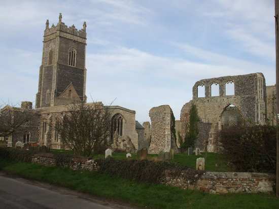 Suffolk, UK: Walberswick Church & ruin