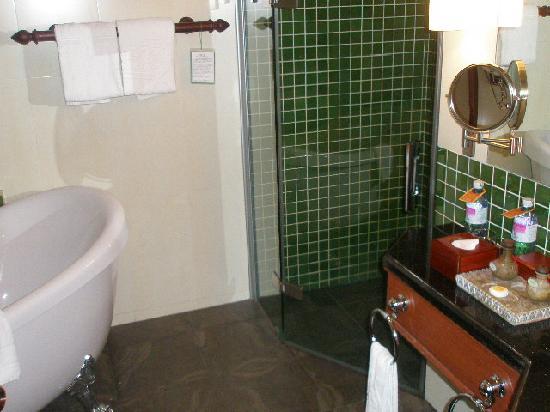 Borei Angkor Resort & Spa: Typical bathroom
