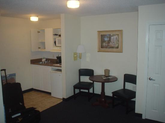 Stay Suites of America : Living area and table