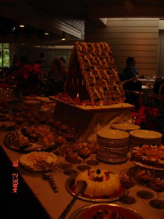 Sunday champagne brunch dessert table picture of hale for Table 52 sunday brunch