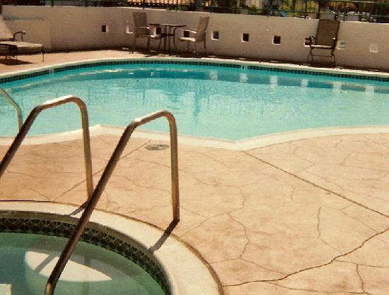 Holiday Inn San Clemente: Outside Pool & jacuzzi