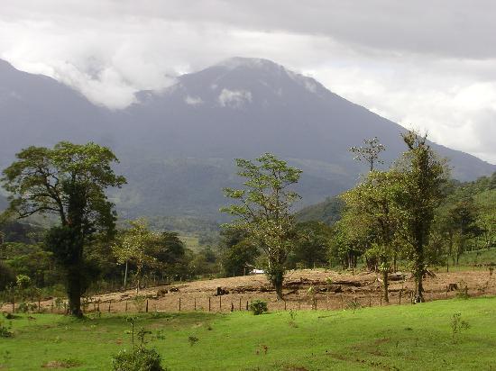 Celeste Mountain Lodge: Vue du Volcan