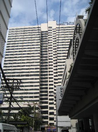 Royal Benja Hotel: el hotel por fuera, centrico pero en una calle trasera sin ruido