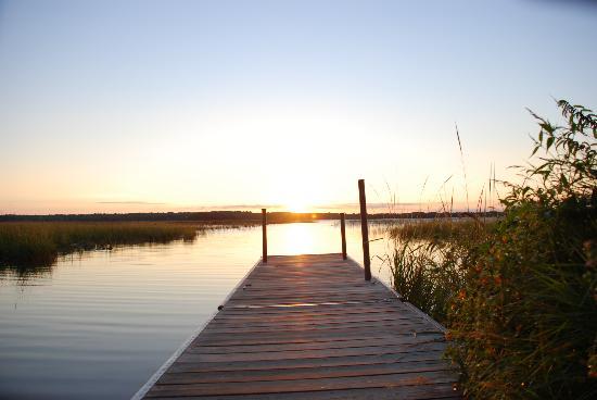 Kohl's Resort: Sunrise over Big Turtle Lake