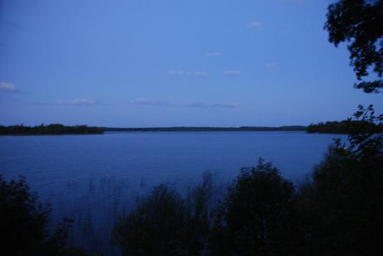 Kohl's Resort: Just before dawn across the lake