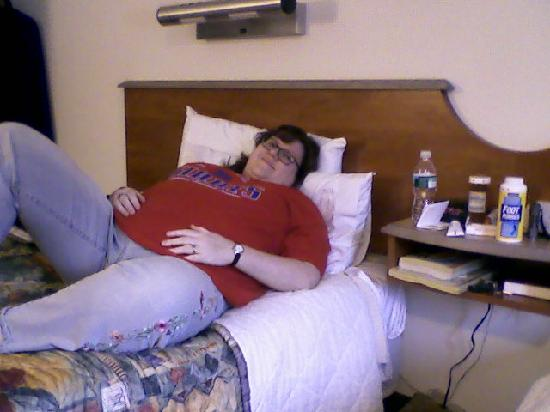 Red Roof Inn : Laura enjoying the comfy beds