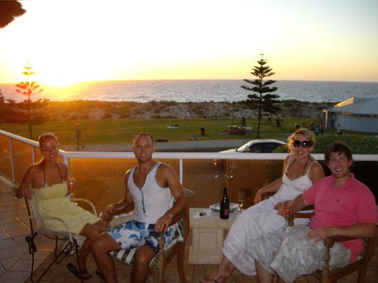 Beach Manor Bed and Breakfast Perth: Sunset  & Drinks on the deck