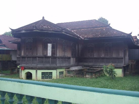 A traditional Malay house in Kubang Pasu Kota Bharu, not far from the War Museum