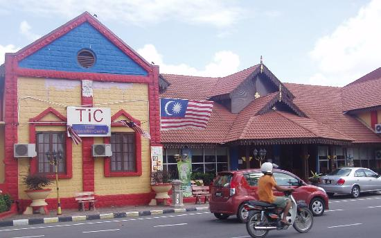 Kota Bharu, Malaysia: The Tourist Information Office is located next to Kelantan Museum in town