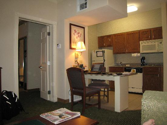 Homewood Suites by Hilton Houston - Woodlands: View of Kitchen From Couch