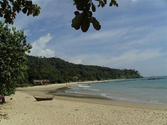 Kantiang Bay View Resort: Die drei Hütten wurden nur für Dreharbeiten aufgestellt, schade eigentlich.
