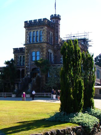 Dunedin, New Zealand: Larnach castle al mattino