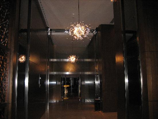 InterContinental Dubai Festival City: elevator foyer