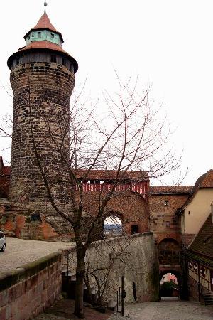 Hotel Victoria: Entry into Kaiserberg Nuremberg