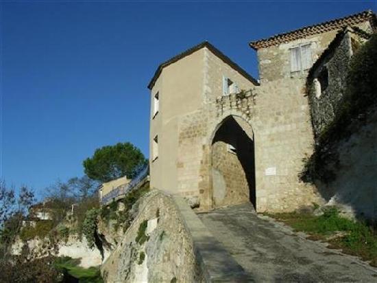 Valence-sur-Baise, France : Pore Herrison - Hedgehog gate