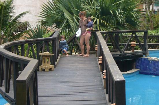 Pousada Villa Paradiso: Walkways all around