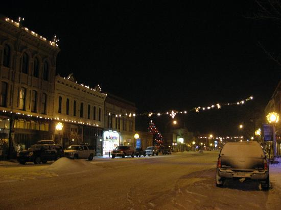 BEST WESTERN Sunridge Inn: Lovely Baker City in the snow.