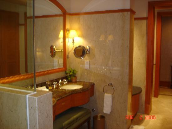Raffles Town Club : Bathroom