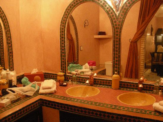 Riad Maipa: Shower room