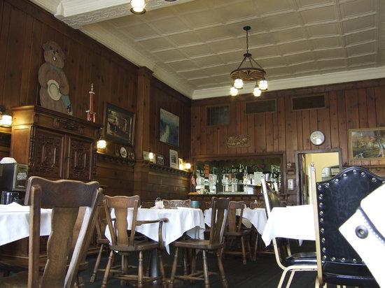 Coach Room at the Pantall Hotel: Pantall Dining Room