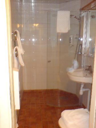 Quality Hotel Winn Haninge: Shower panel open