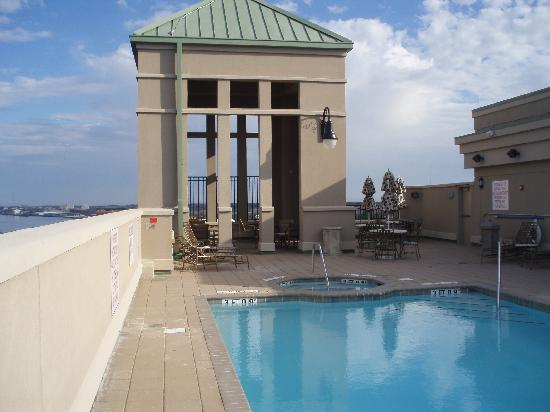 Holiday Inn Express Savannah-Historic District: Observation Deck and Pool on Roof