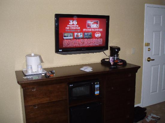 Holiday Inn Express Savannah-Historic District: TV
