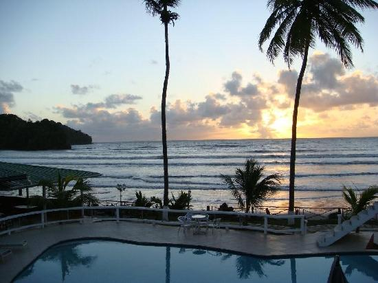 D' Coconut Cove Holiday Beach Resort: Lovely sunrise view from the room