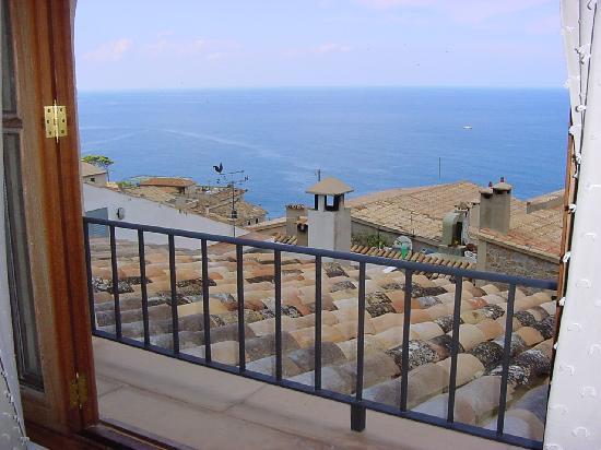 Banyalbufar, Spain: View in the room Luna and Sun