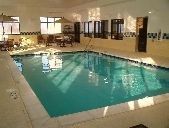 Hampton Inn & Suites St. Louis-Edwardsville: pool!