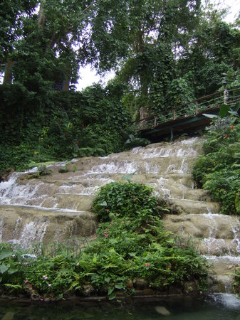 Coyaba River Garden and Museum: Waterfall Coyaba 2