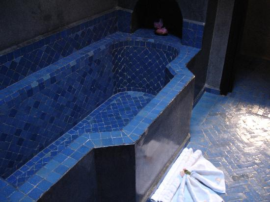 Angsana Riads Collection Morocco: Blue tiles in the bathroom
