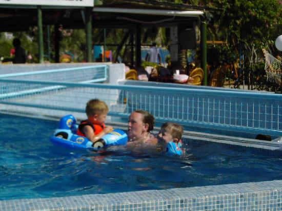 Hotel Parkim Palas: In the pool